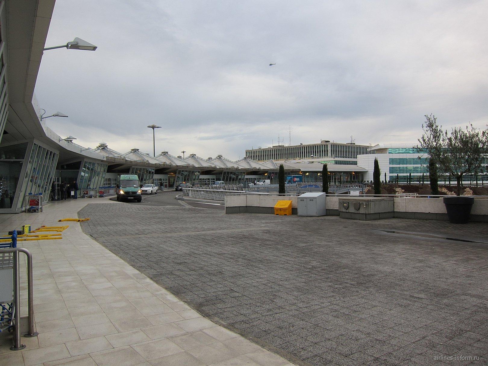 Терминал 2 аэропорта Лион имени Сент-Экзюпери