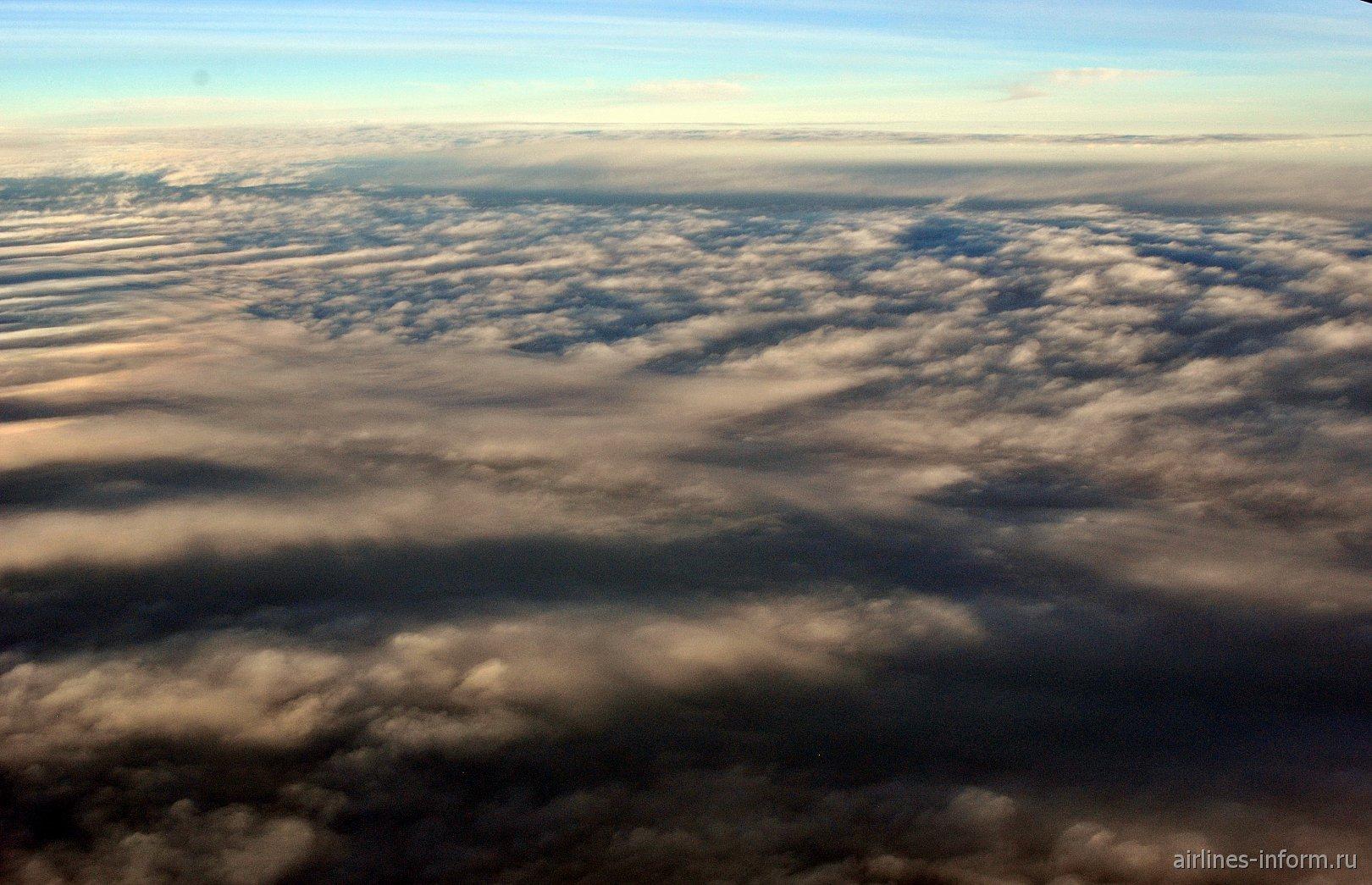 Облака над Атлантическим океаном