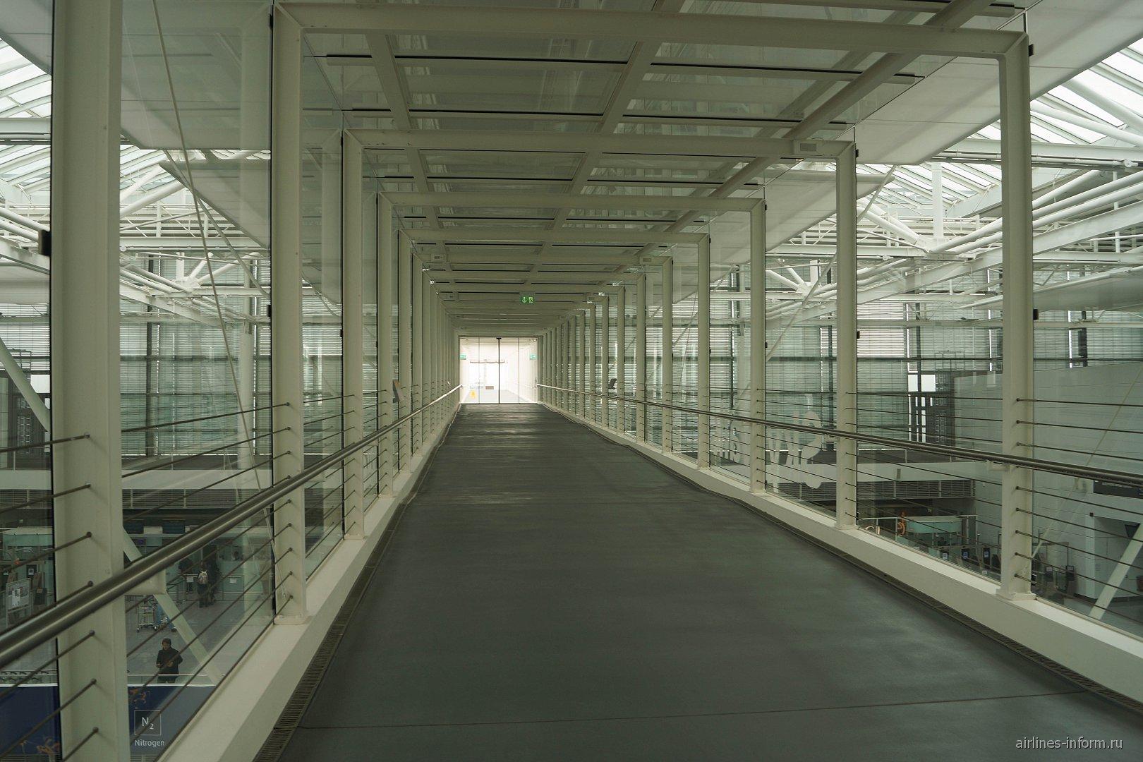 Коридор Skywalk в Терминале 2 аэропорта Мюнхен