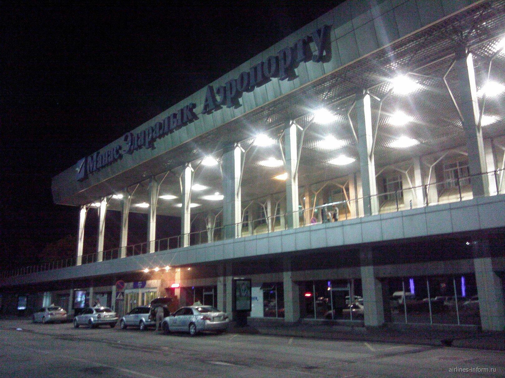 Аэровокзал аэропорта Манас в Бишкеке