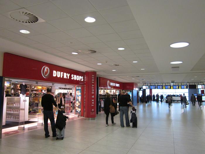 В аэропорту Прага Рузине