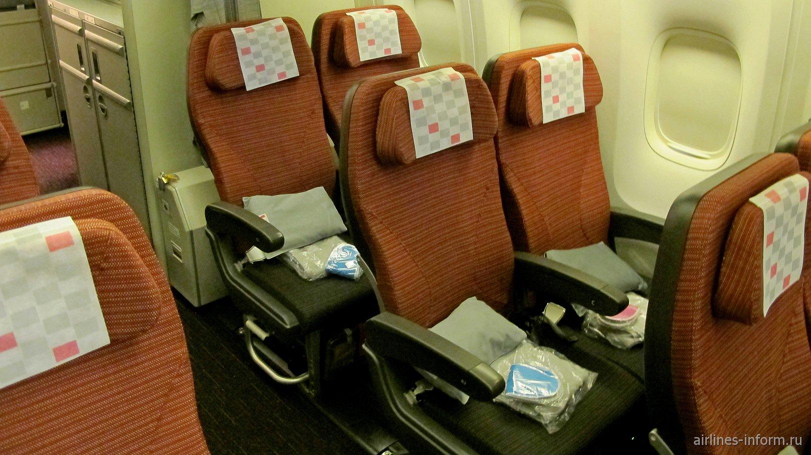 Места эконом-класса в Боинге-767-300 Японских авиалиний