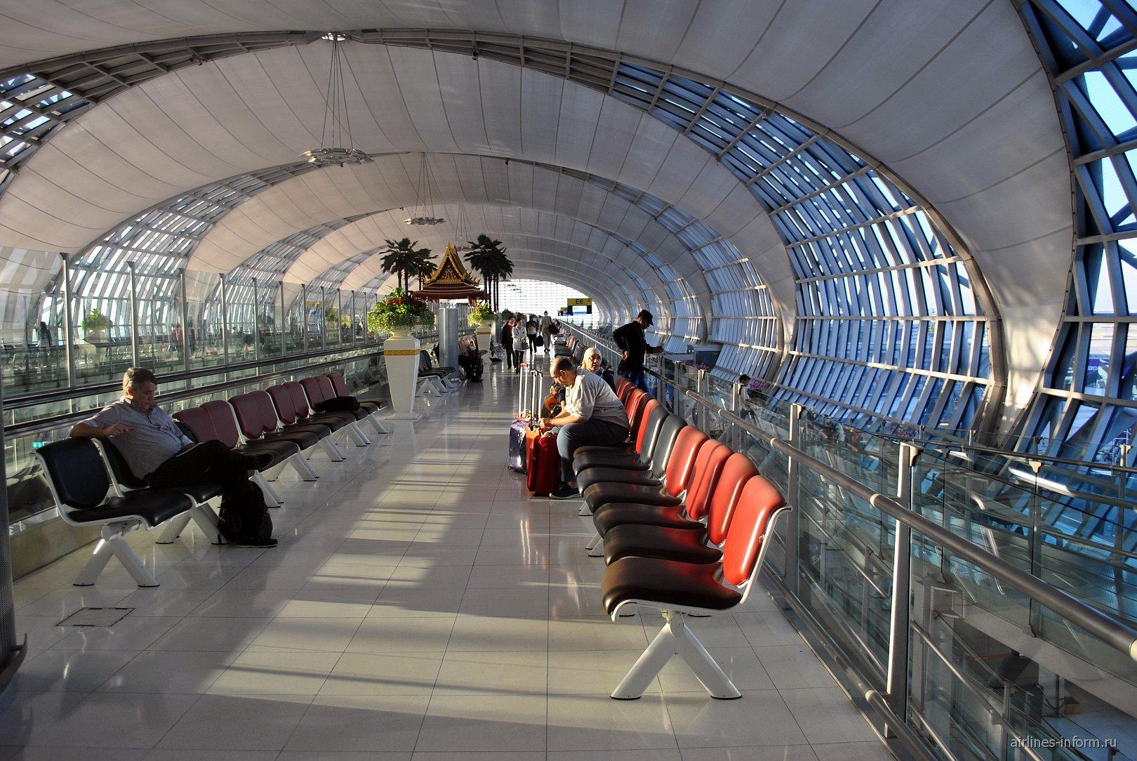 Места для ожидания в аэропорту Бангкок Суварнабуми