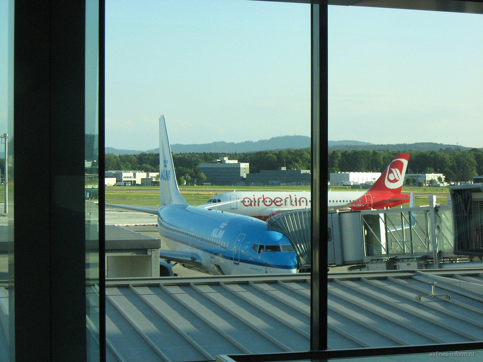 B737 KLM и A320 Air Berlin-Belair
