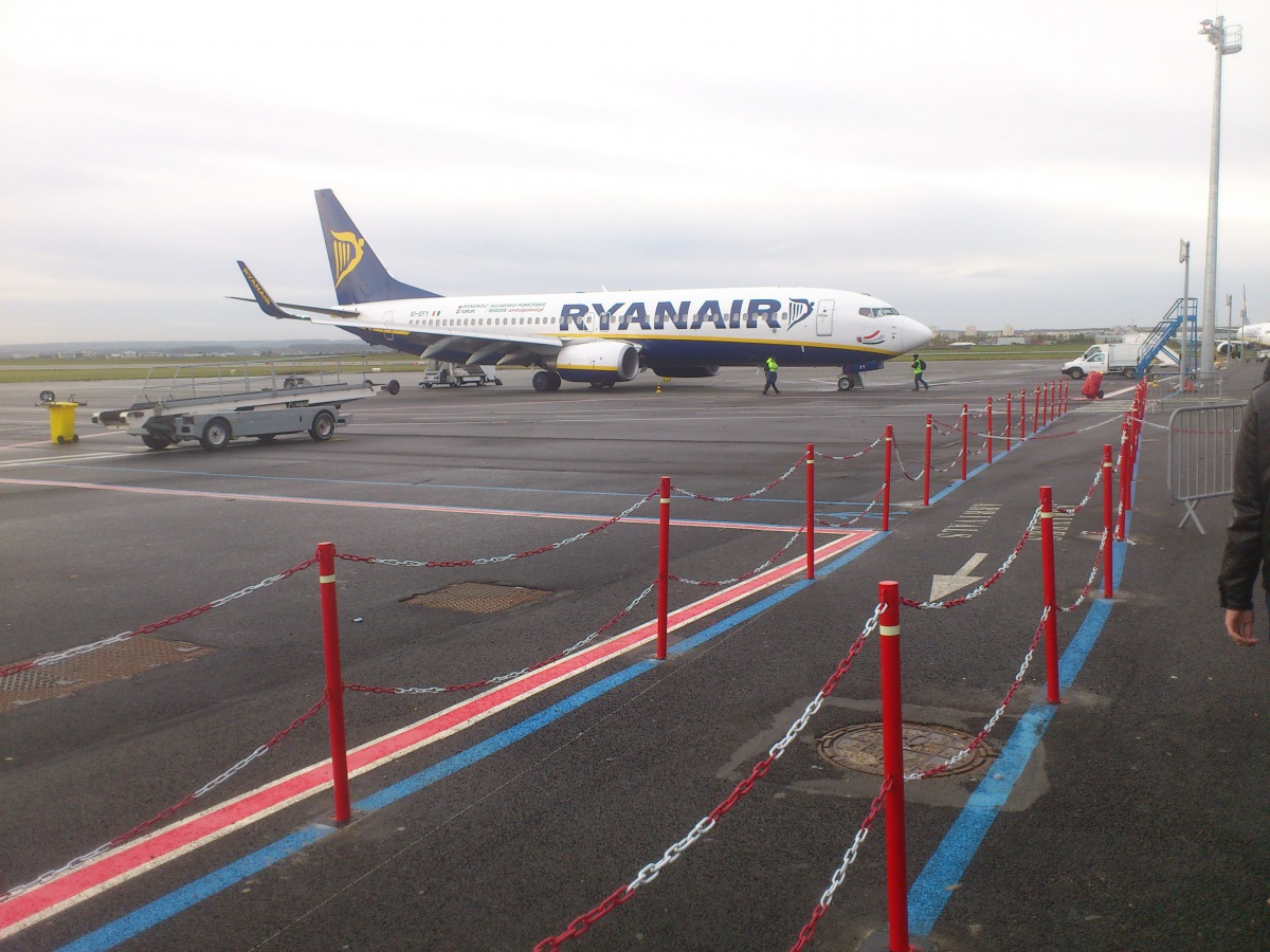 Ryanair Boeing 737-800 at the Paris-Beauvais airport