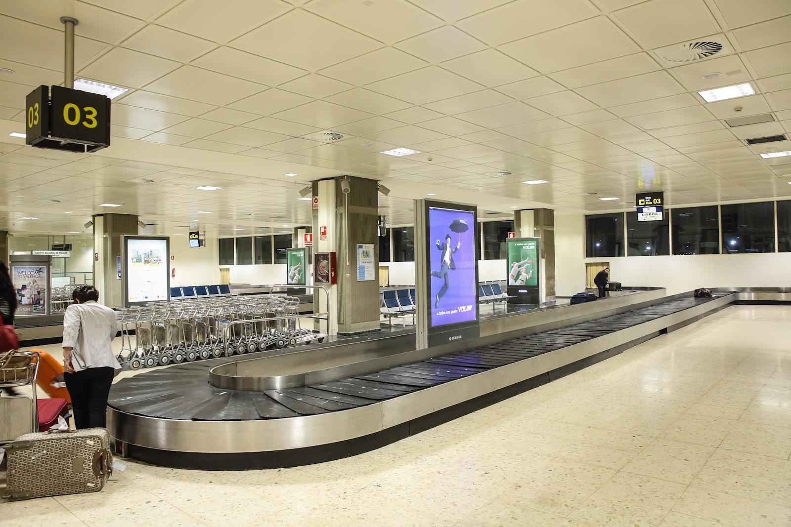Зал выдачи багажа в аэропорту Валенсия