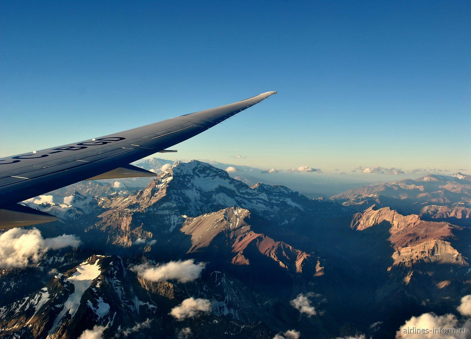 El Viento de los Andes. Сан-Паулу Гуарульюс (GRU) - Сантьяго-де-Чили (SCL) на Boeing 787-9 Dreamliner LAN Chile.