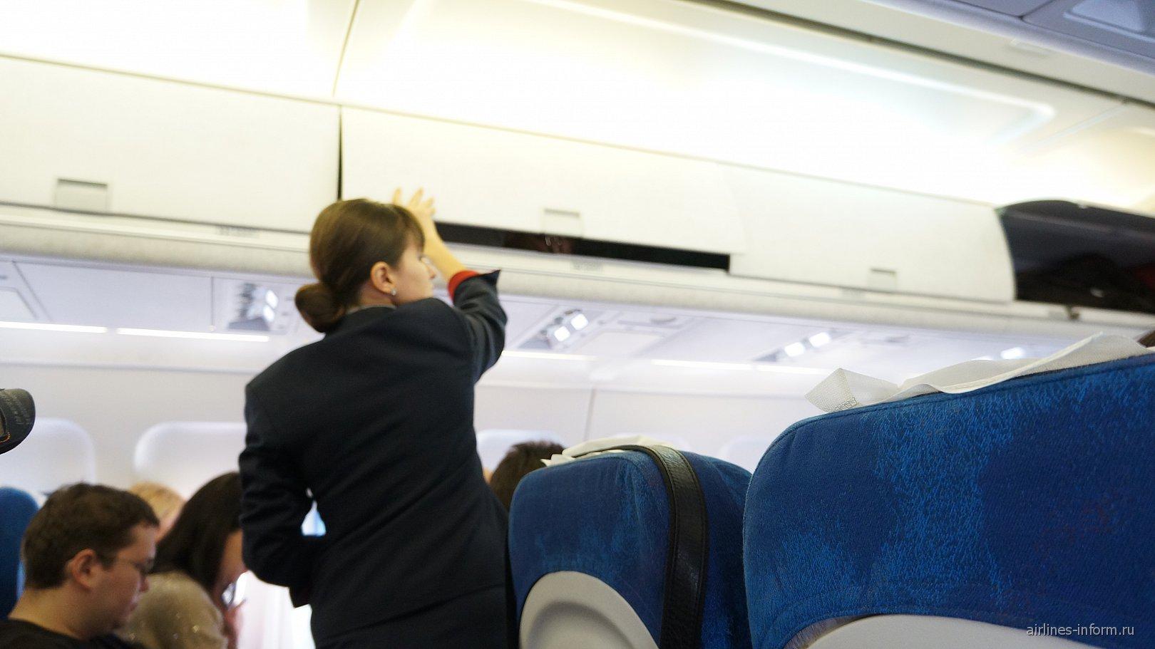 Салон самолета Ту-214 авиакомпании Трансаэро