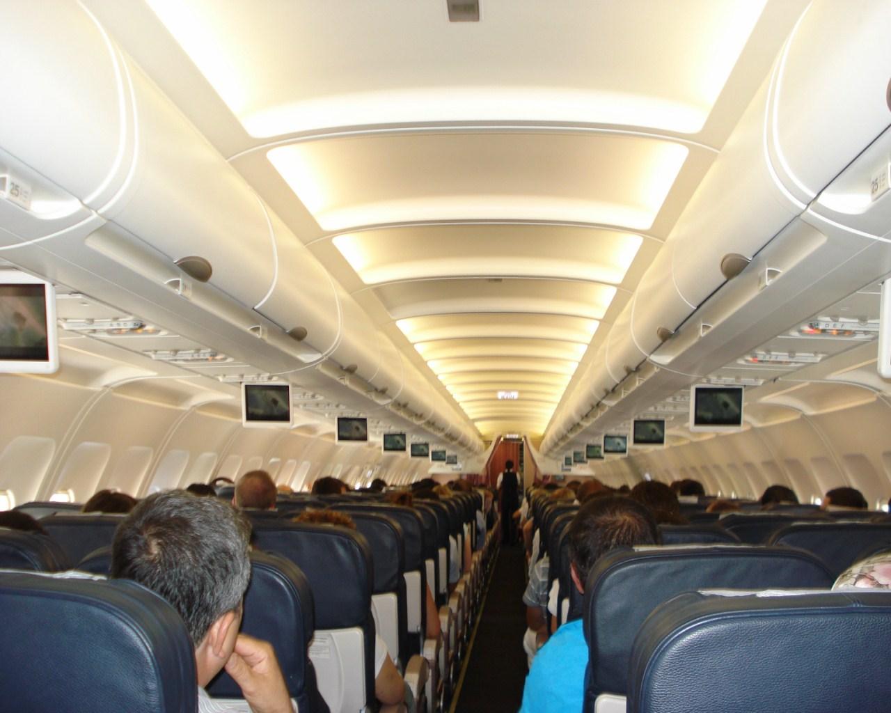 Салон самолета Airbus A320 Турецких авиалиний
