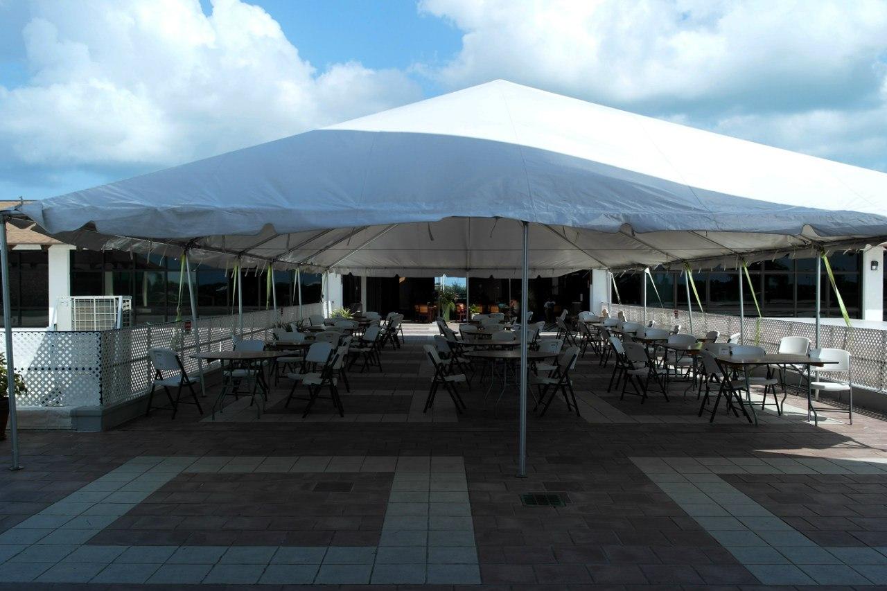 Ресторан в аэропорту Джорджтаун на Каймановых островах