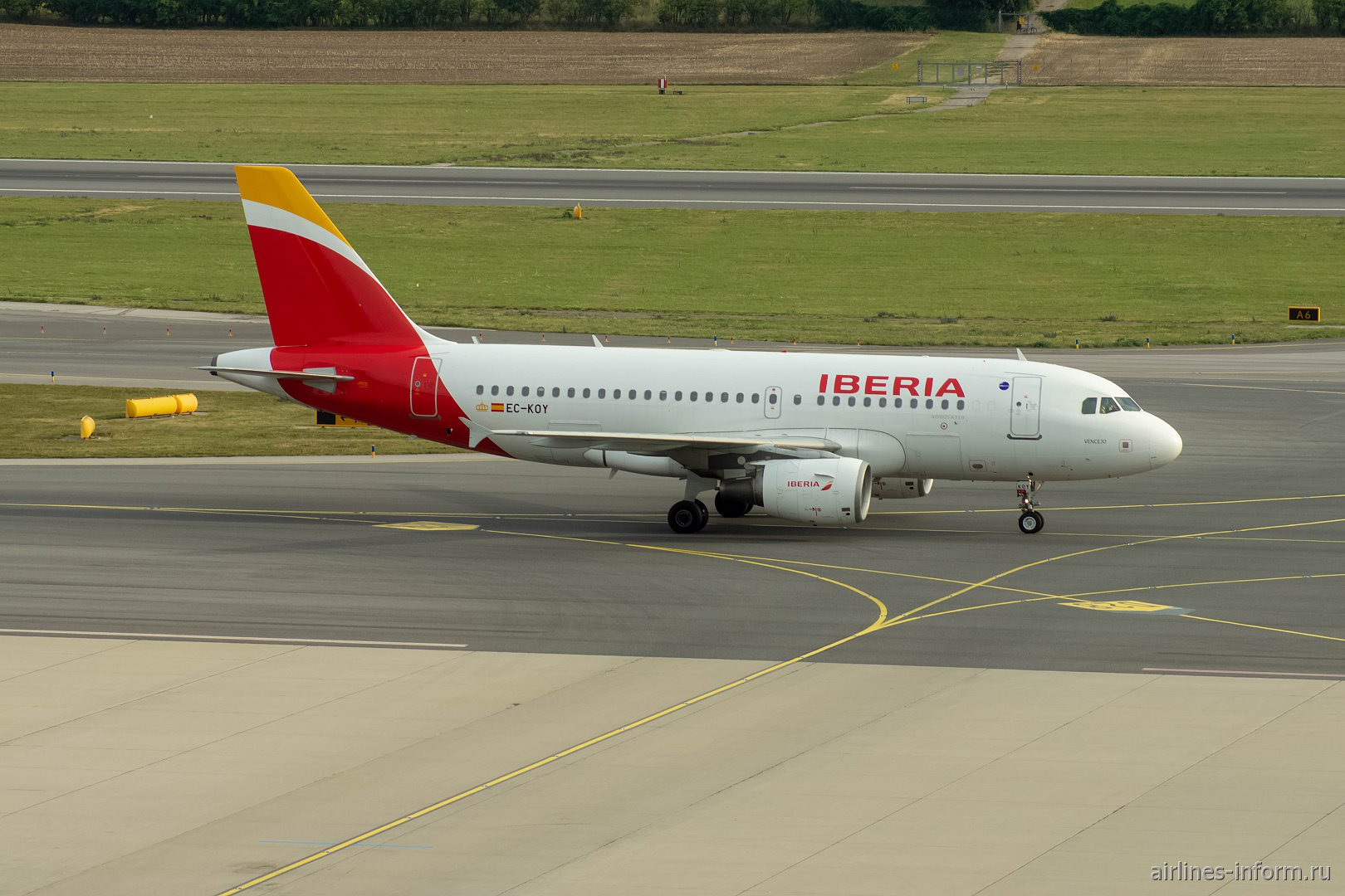 Airbus A319 EC-KOY авиакомпании Iberia в аэропорту Вена Швехат