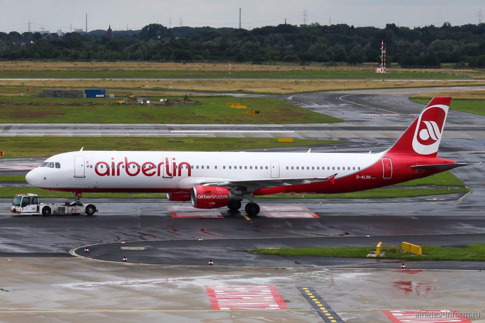 Airbus A321 авиакомпании airberlin в аэропорту Дюссельдорфа