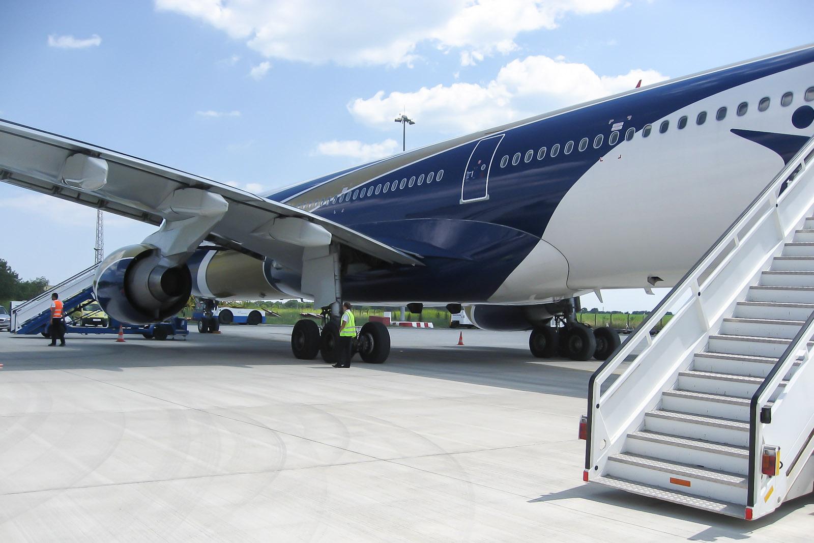 Airbus A330-300 Ай Флай в аэропорту Бургаса