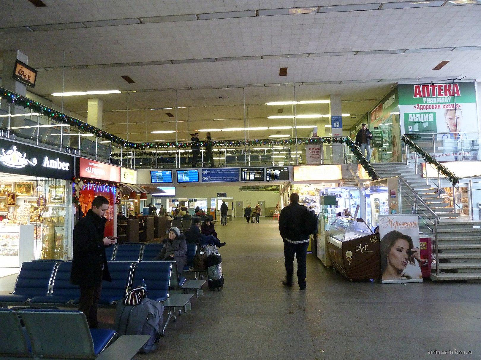 В аэровокзале аэропорта Калининград Храброво