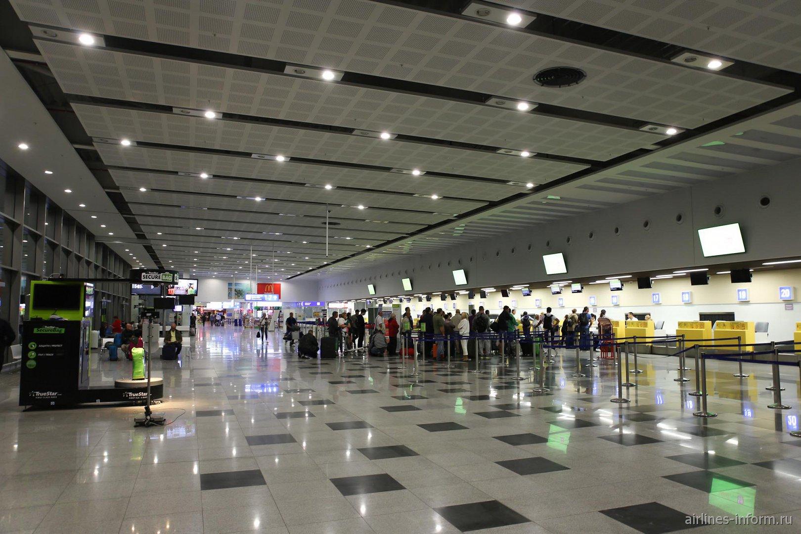 Зона регистрации в аэропорту Варна