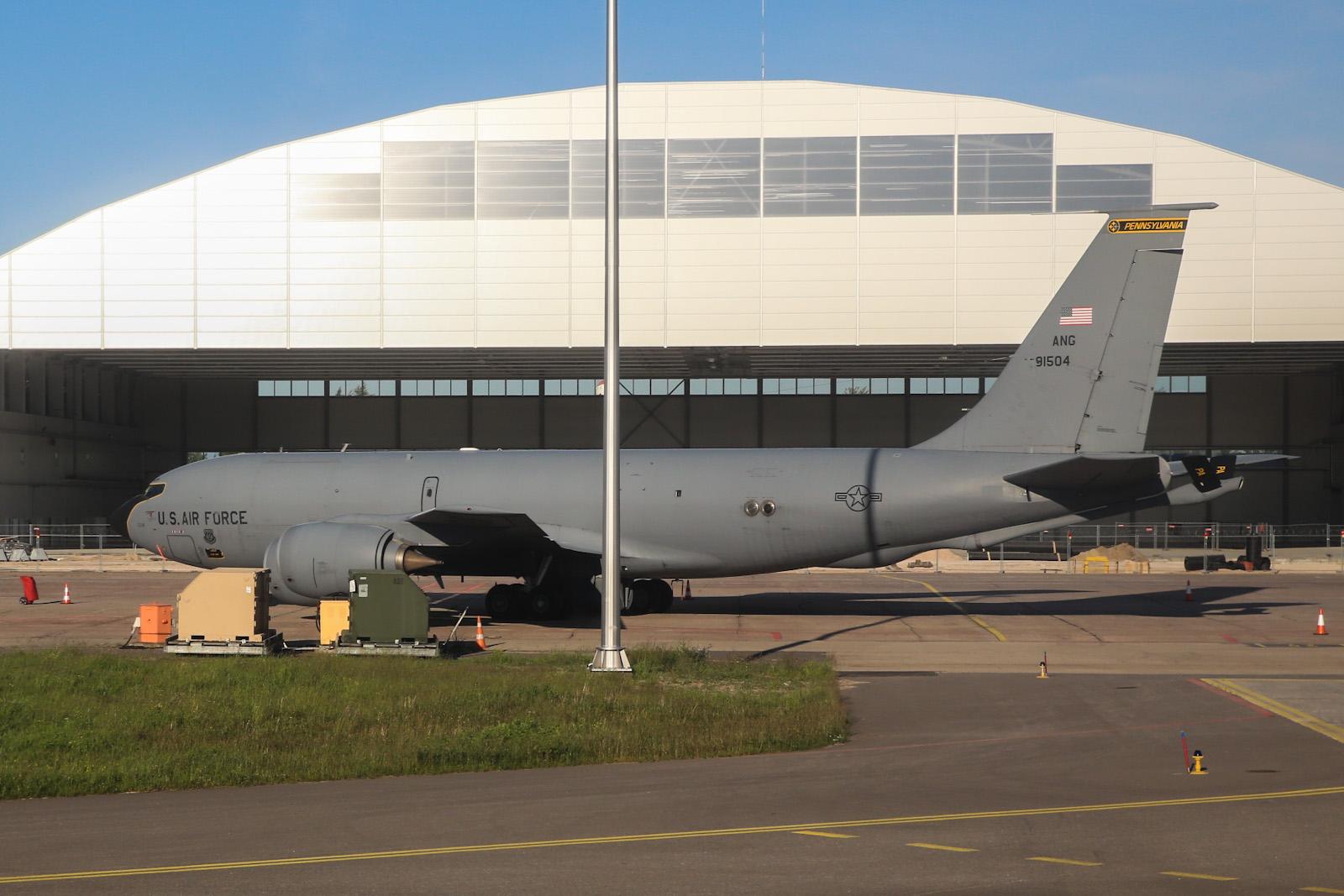 Boeing KC-135 Stratotanker в аэропорту Рига