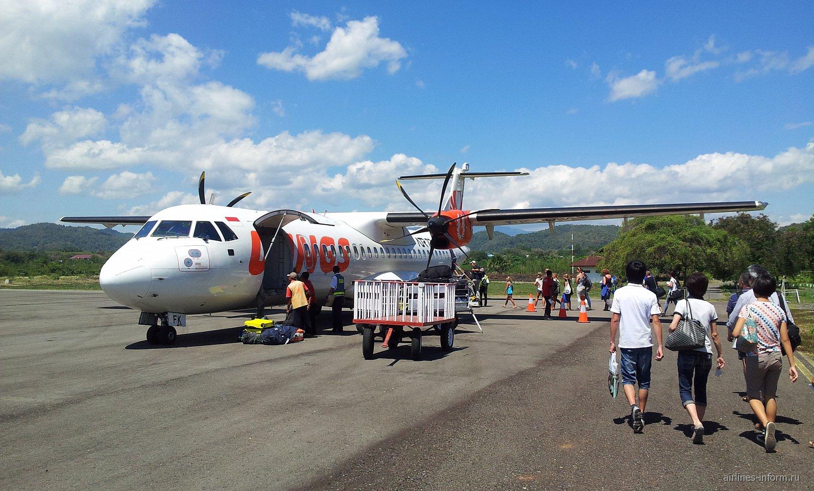 Самолет ATR 72 авиакомпании Wings Air в аэропорту Комодо