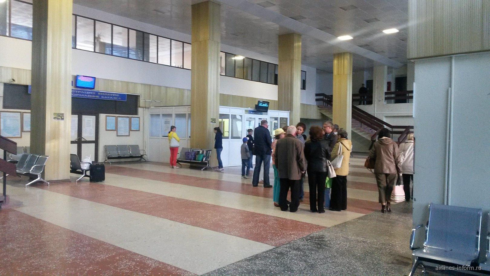 В аэровокзале аэропорта Урай