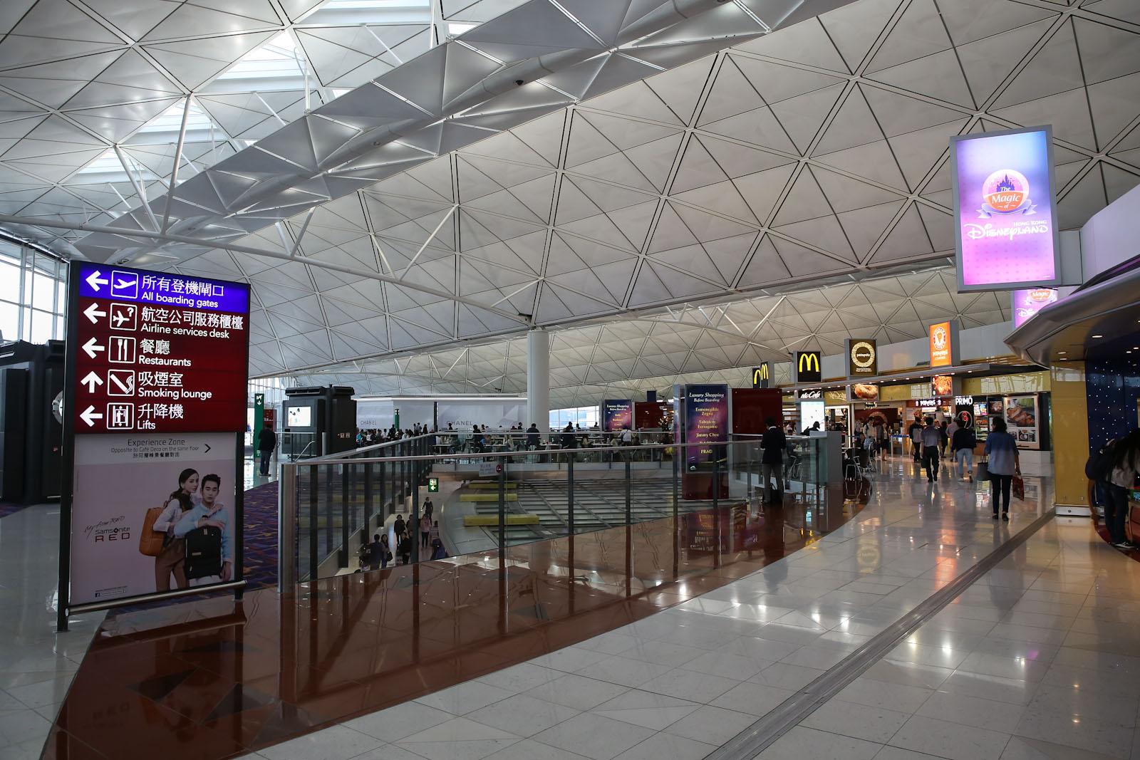 В чистой зоне Терминала 1 аэропорта Гонконг
