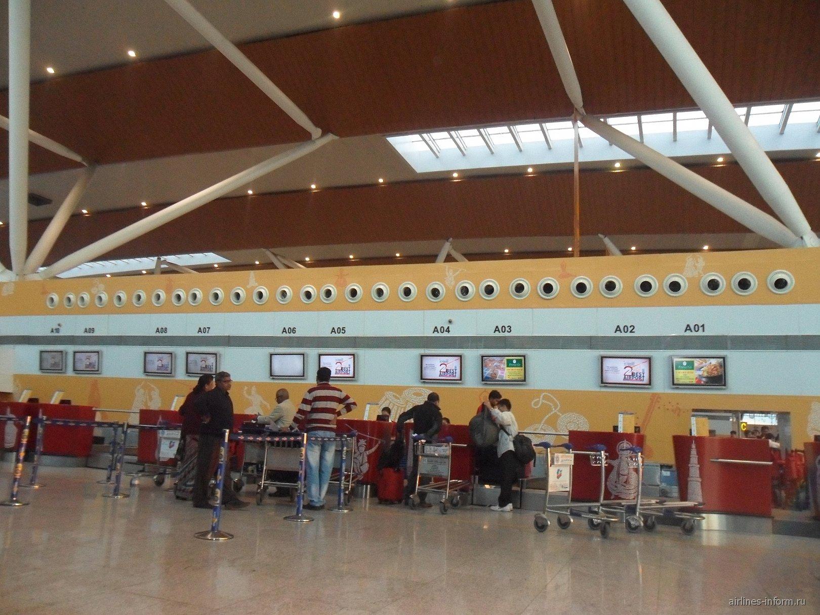 Стойки регистрации на рейсы в аэропорту Дели