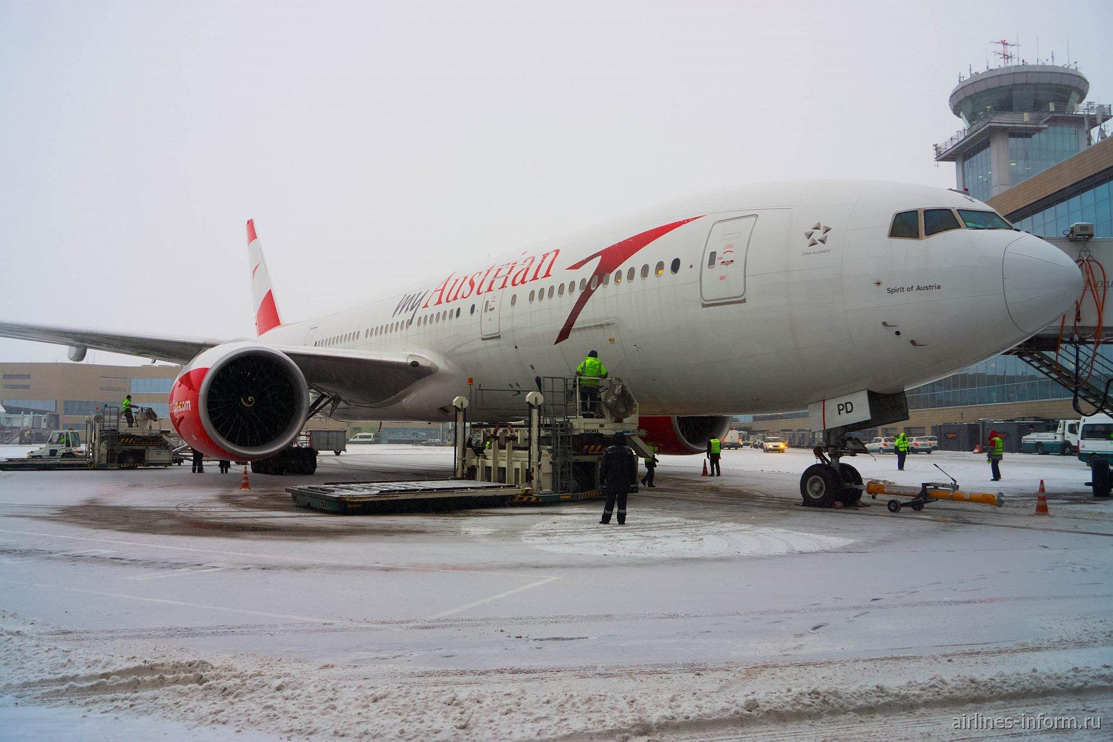 Споттинг, приуроченный к прилёту Boeing 777-200 Austrian в Домодедово