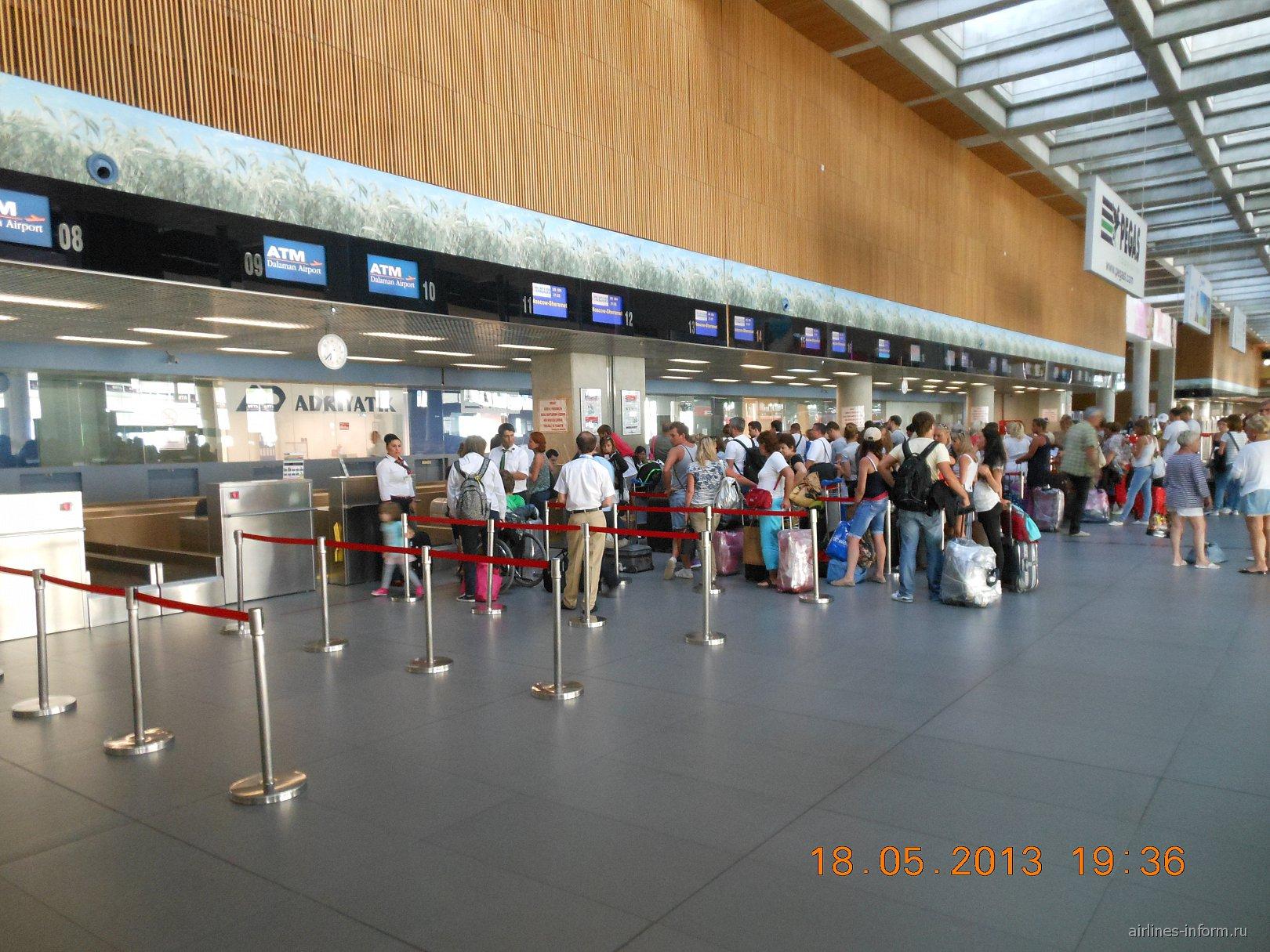 Стойки регистрации в аэропорту Даламан