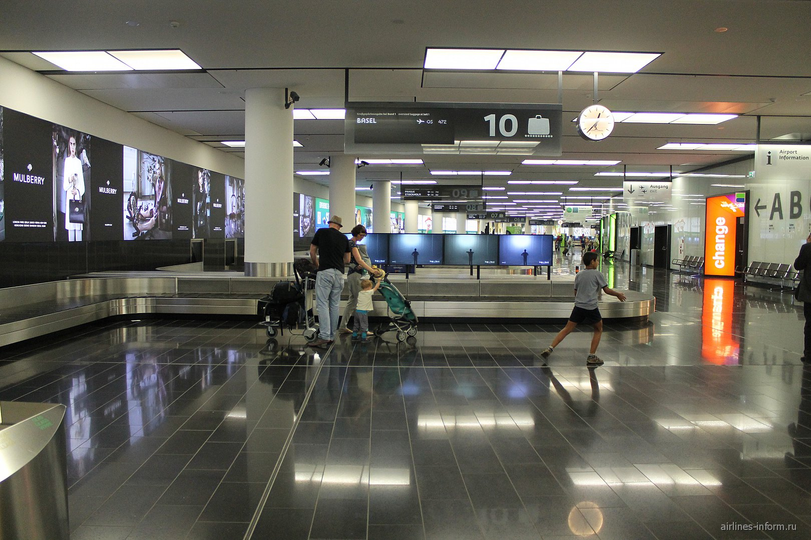 Зона выдачи багажа аэропорту Вены