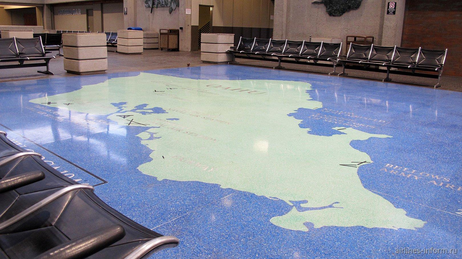 Карта острова Оаху на полу зала ожидания аэропорта Гонолулу