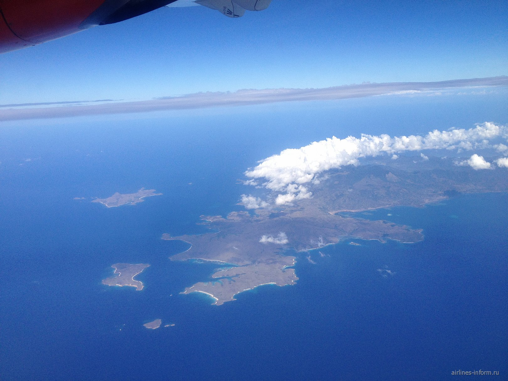 Полет над островом в Индонезии