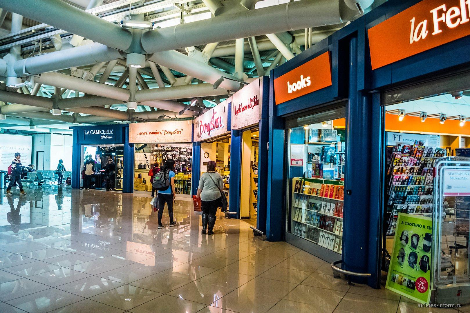В чистой зоне сектора G терминала 3 аэропорта Рим Фьюмичино
