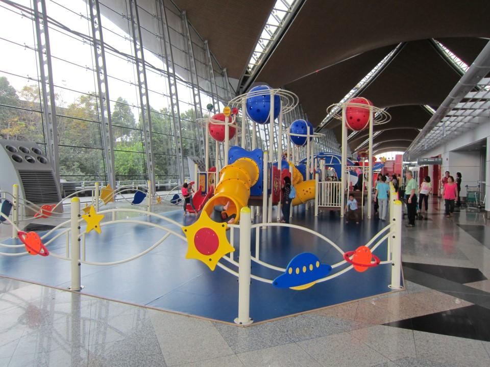 Детская игровая площадка в аэропорту Куала-Лумпур