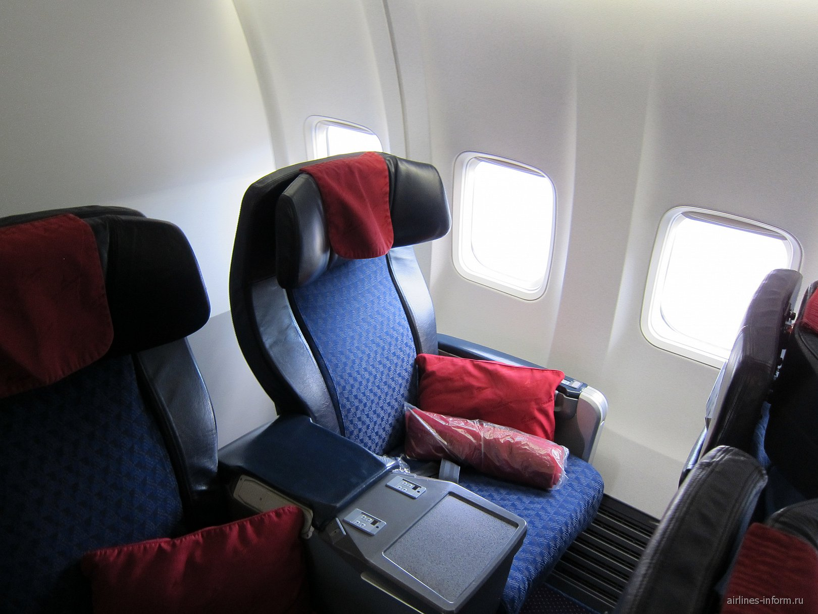 Бизнес-класс в самолете Боинг-737-800 EI-RUB авиакомпании Трансаэро