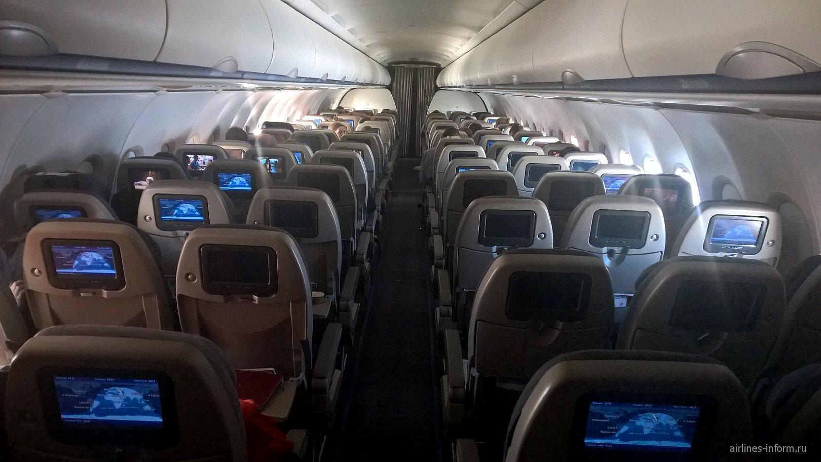 Cалон экономического класса в Airbus A320 авиакомпании Gulf Air