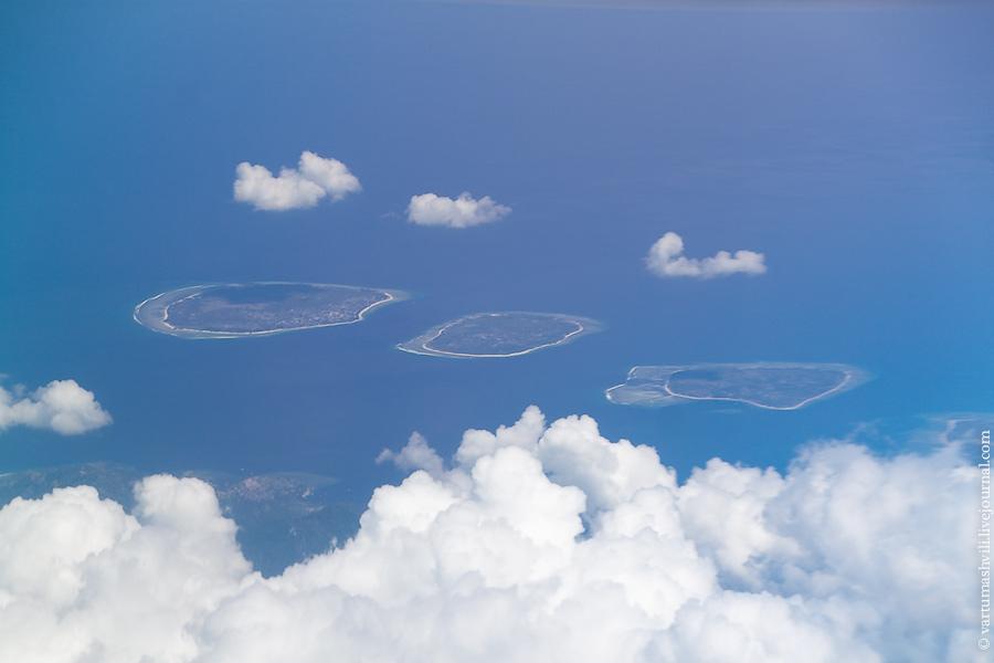 В полете над островами Гили в Индонезии