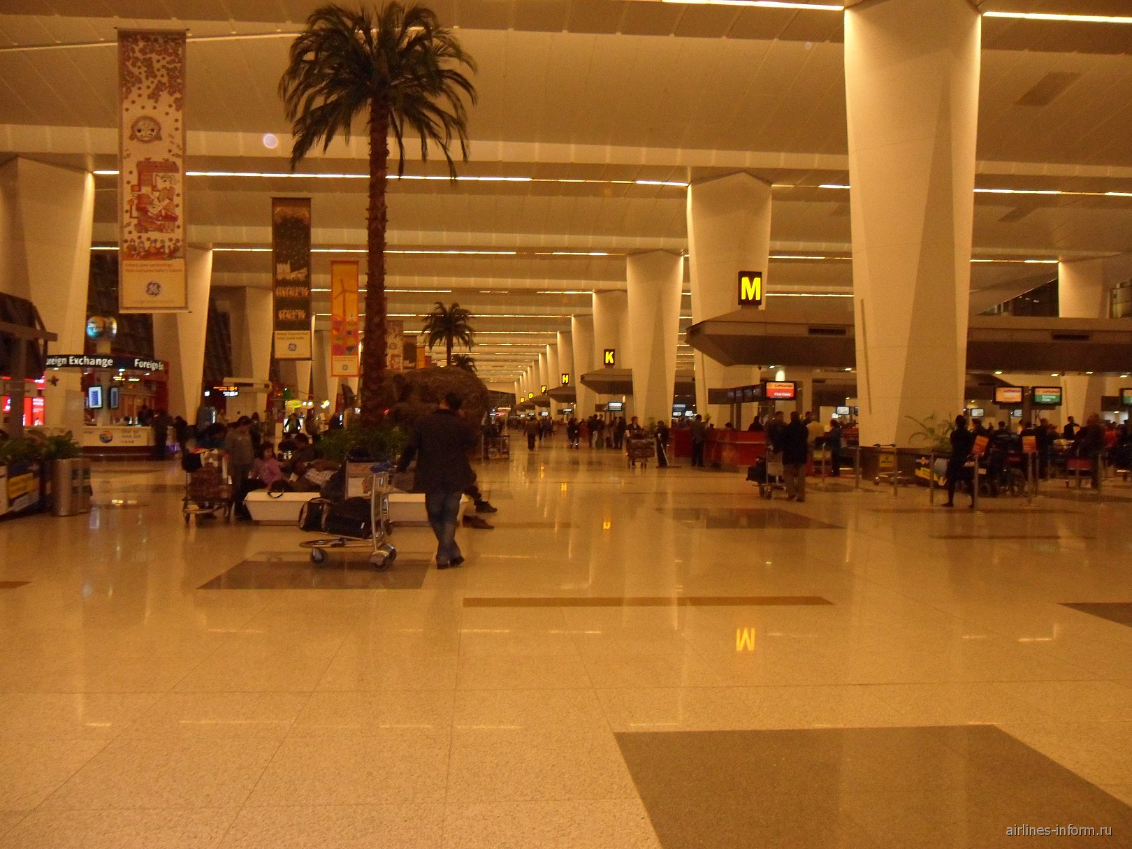 Стойки регистрации в аэропорту Дели имени Индиры Ганди
