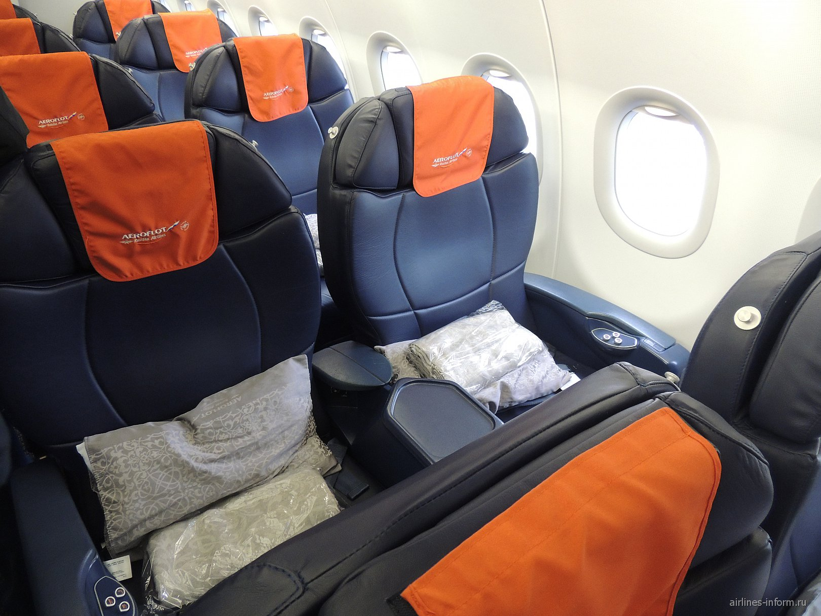 Салон бизнес-класса в самолете Airbus A319 Аэрофлота