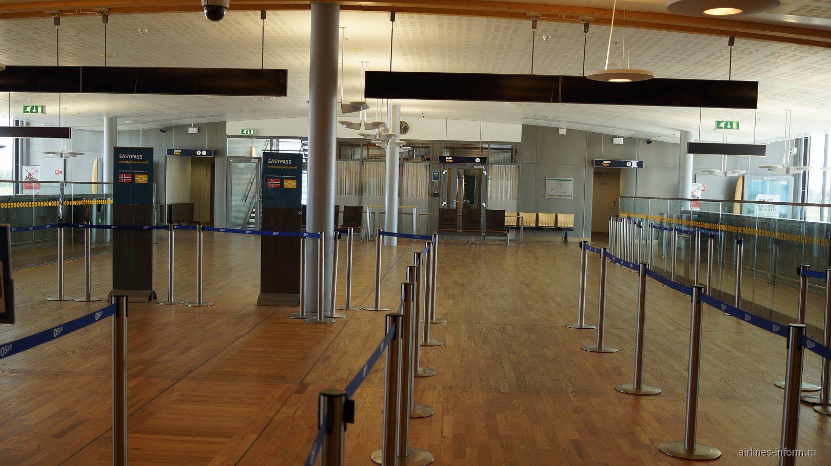 В зоне таможенного контроля аэропорта Осло Гардермуен