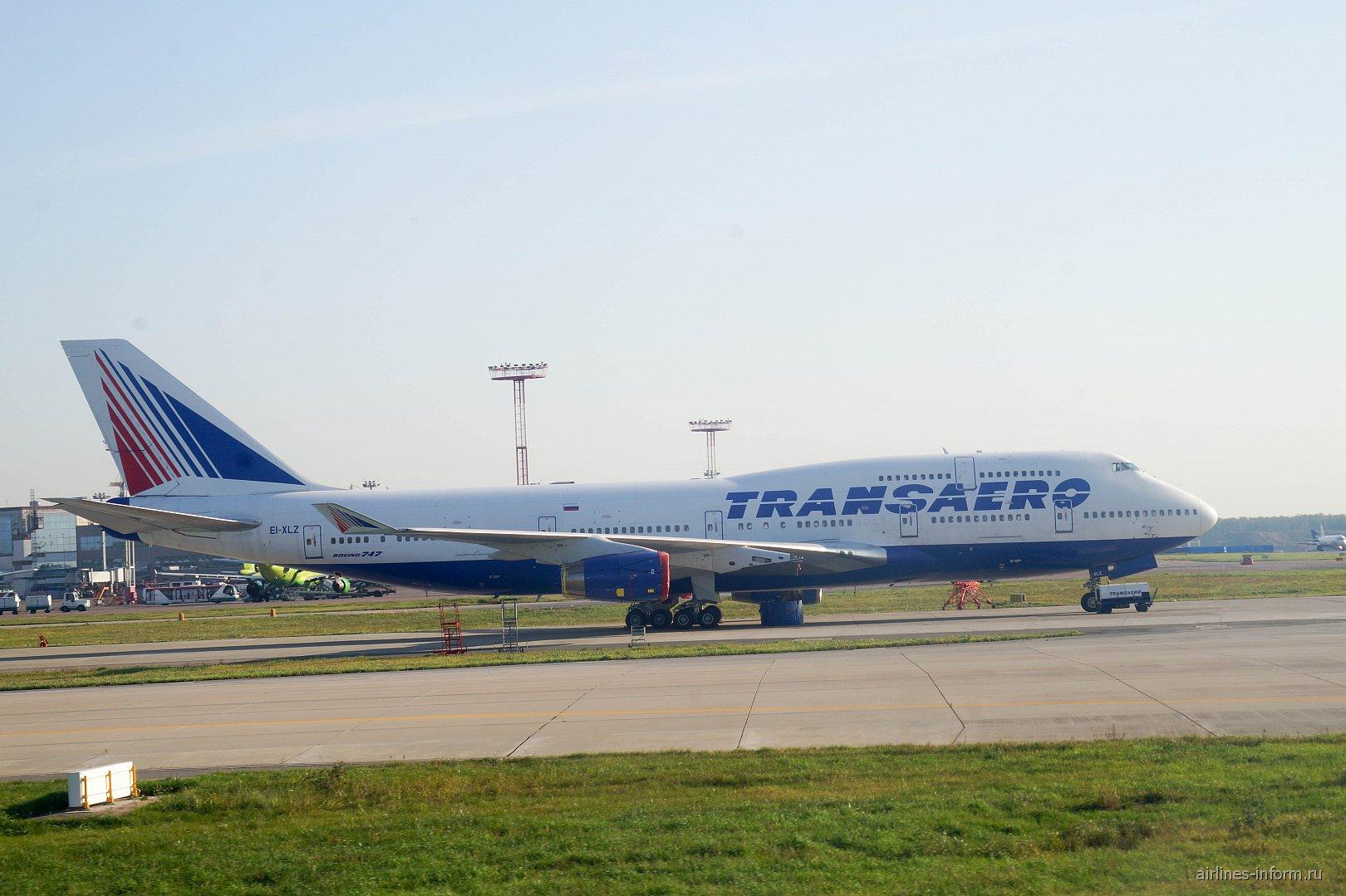 """Боинг-747-400 EI-XLZ авиакомпании """"Трансаэро"""" в аэропорту Домодедово"""