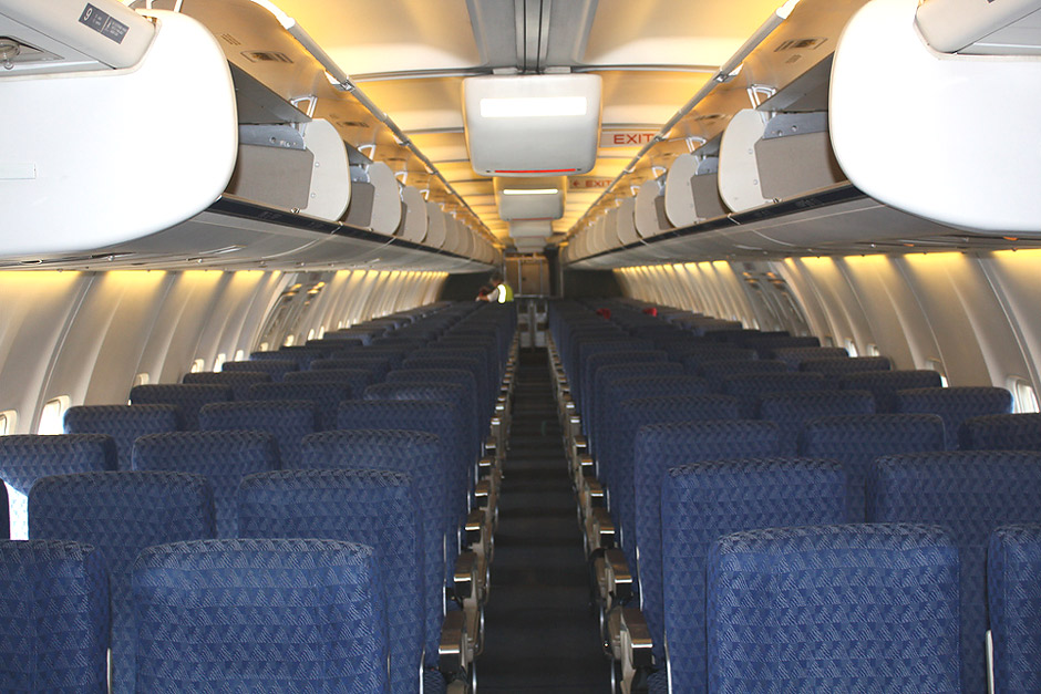 Passenger cabin of the American Airlines' Boeing 757