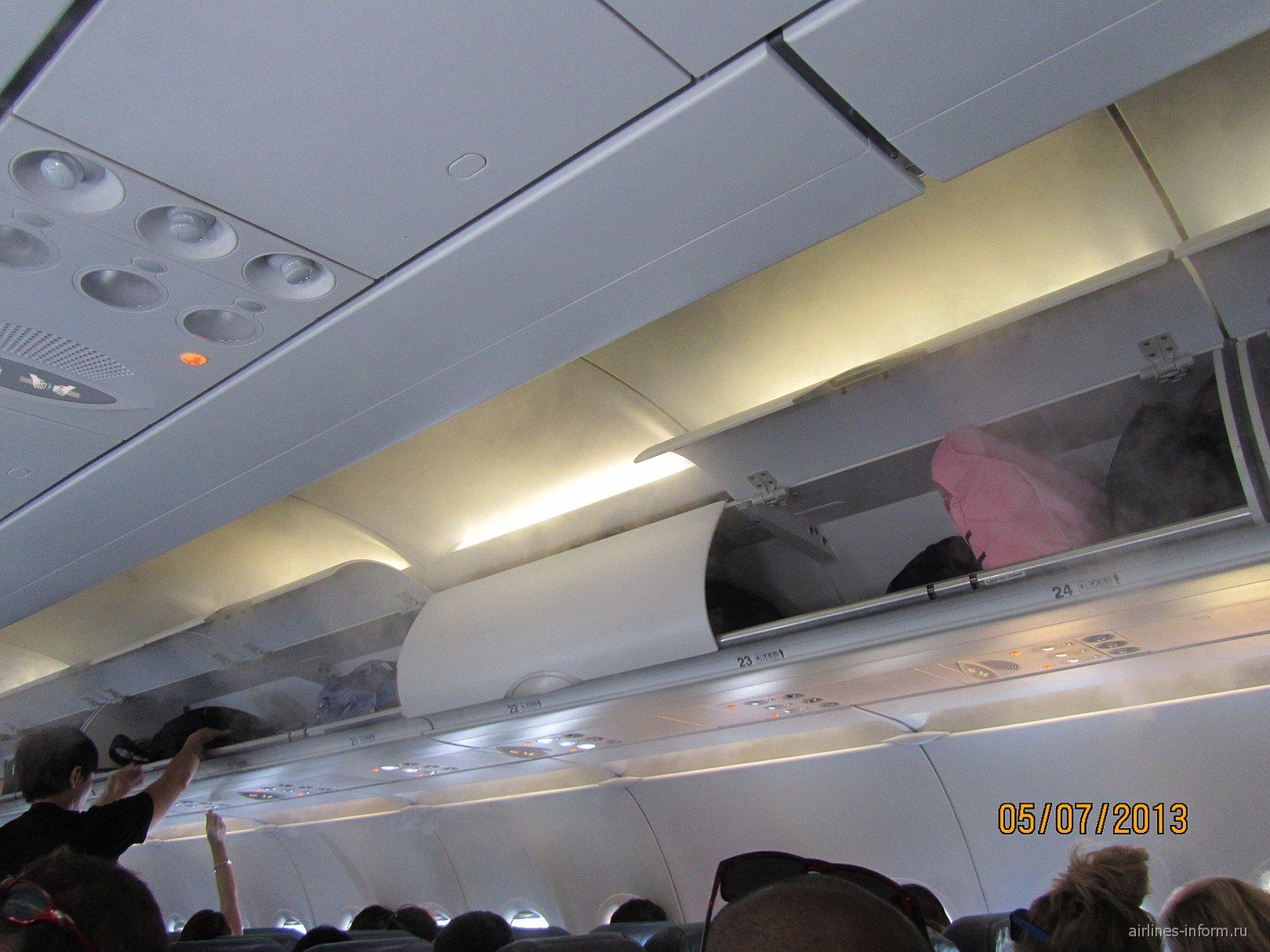 Салон самолета Airbus A320 авиакомпании Cebu Pacific Air