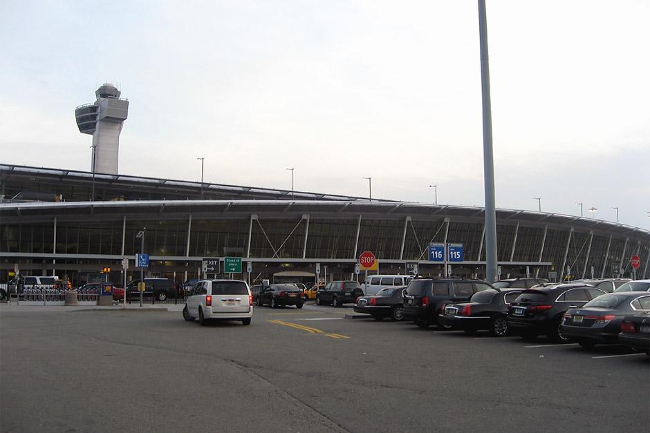Аэровокзал аэропорта Нью-Йорк Ла-Гардия