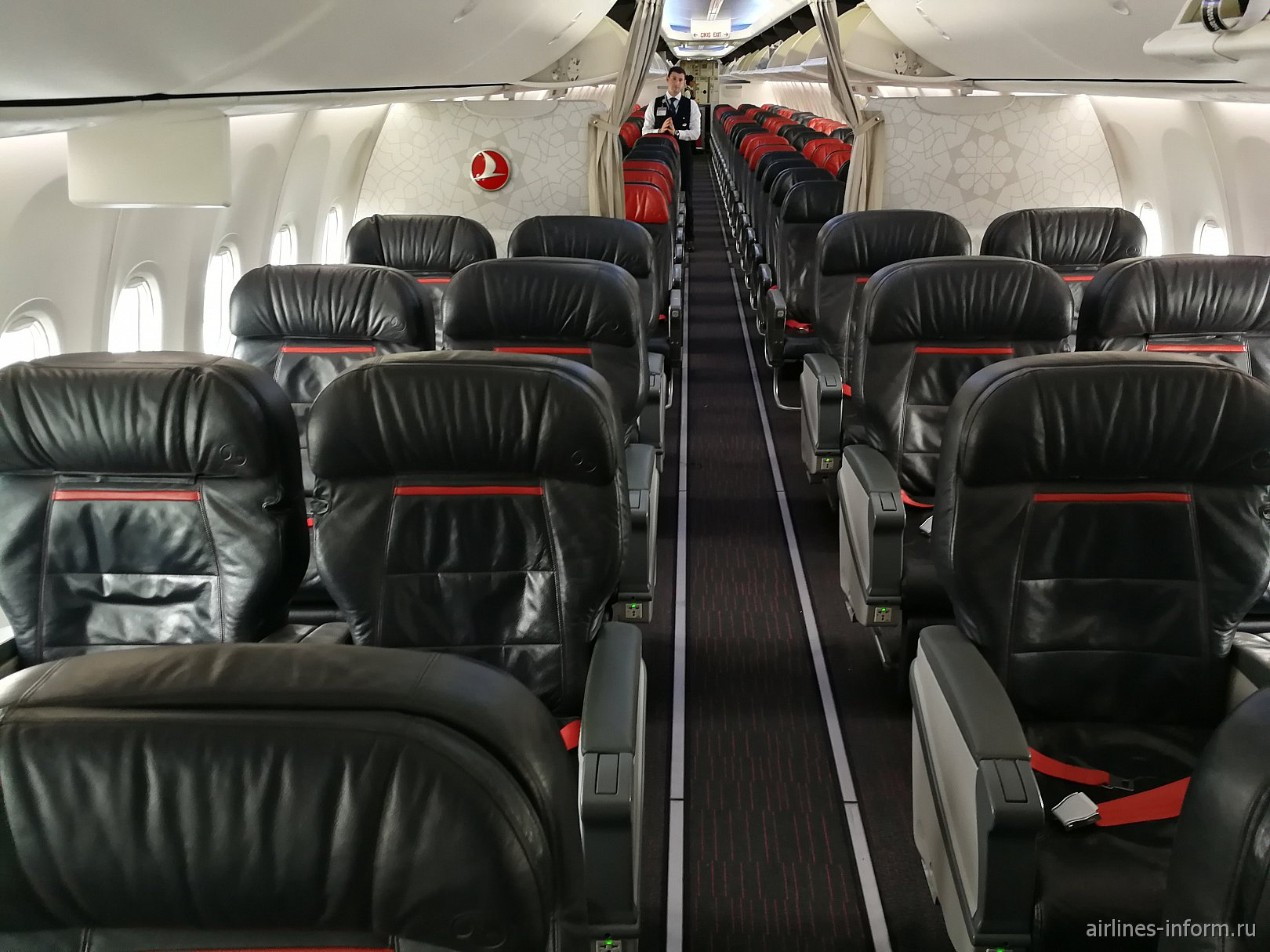 Пассажирский салон самолета Boeing 737-800 авиакомпании Turkish Airlines