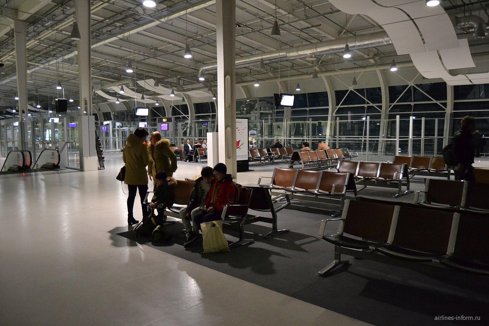 Зал ожидания в чистой зоне аэропорта Львов имени Данила Галицкого