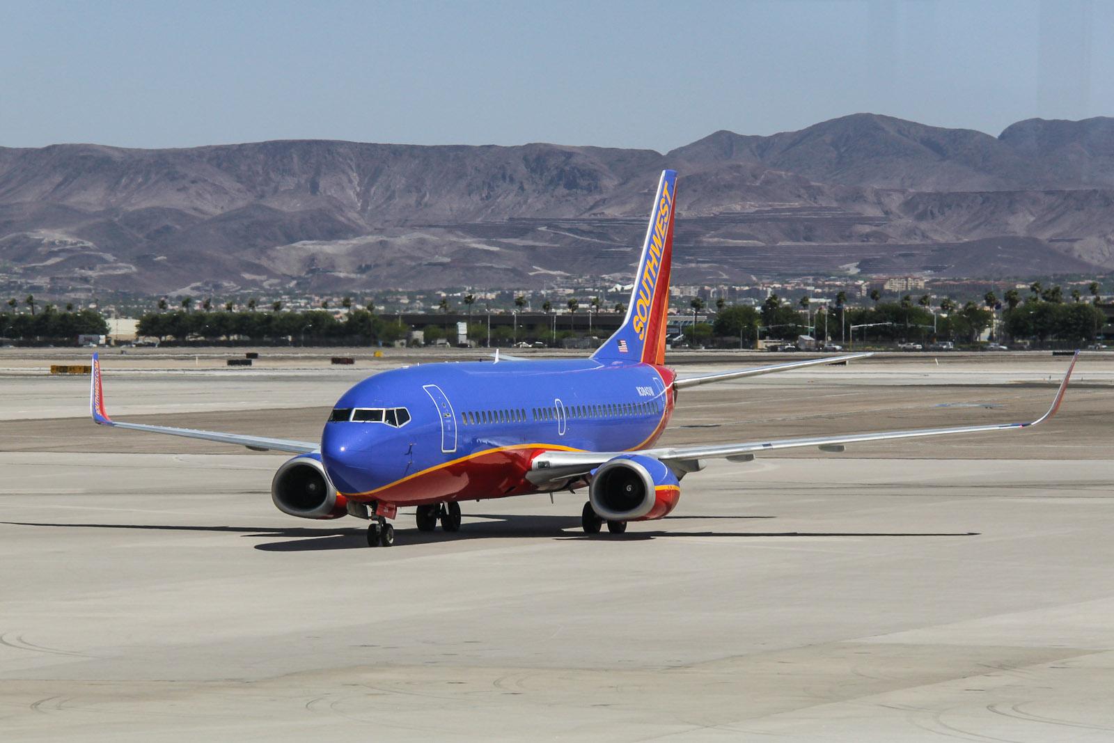 Boeing 737-300 N384SW авиакомпании Southwest в аэропорту Лас-Вегас Мак-Каран