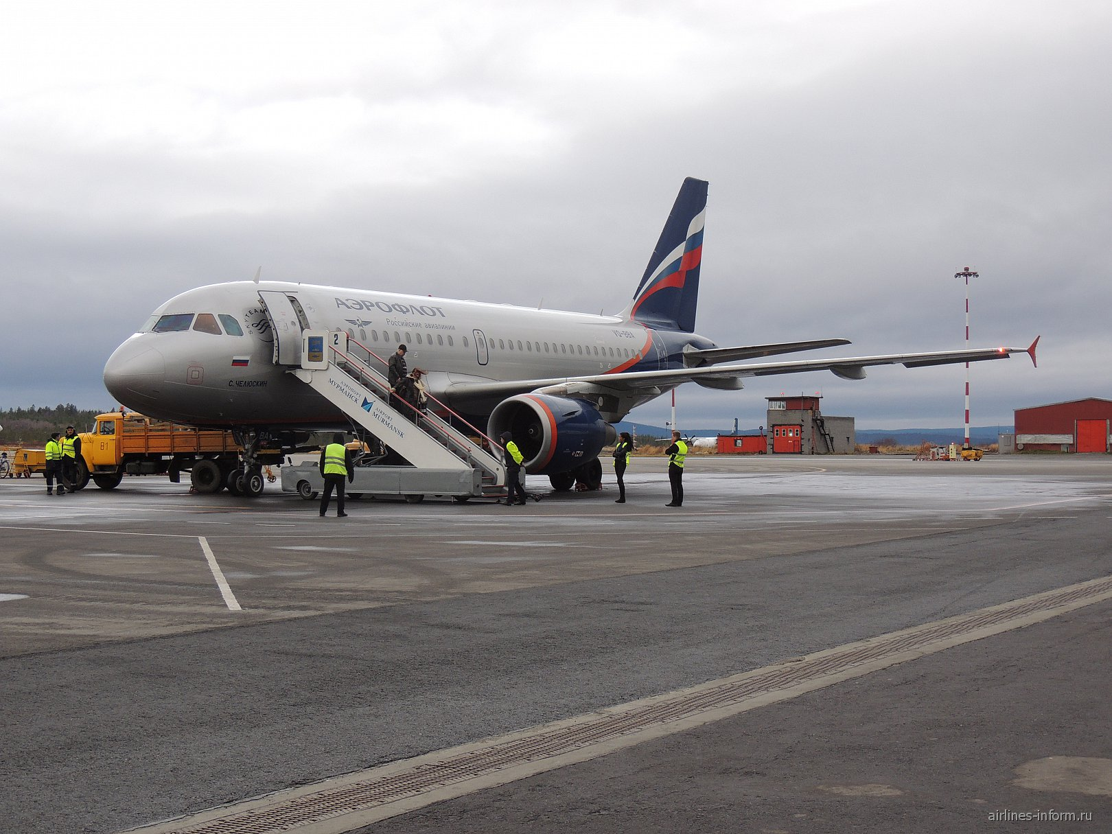 """Airbus A319 авиакомпании """"Аэрофлот"""" в аэропорту Мурманска"""