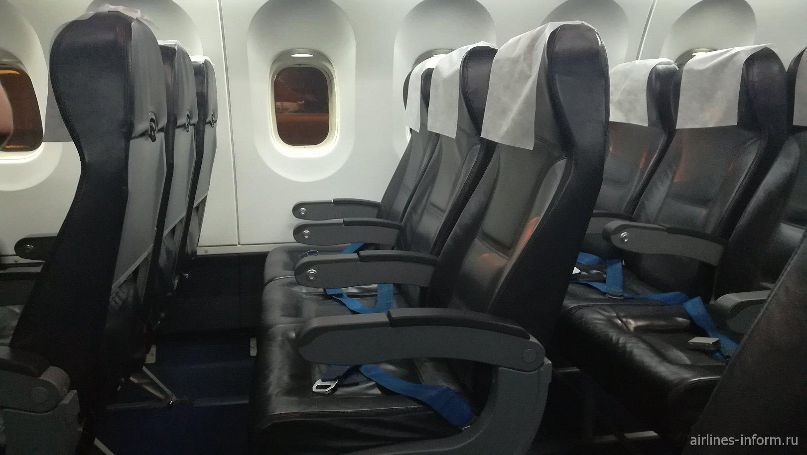 """Пассажирские кресла в самолете Ан-148 авиакомпании """"Ангара"""""""