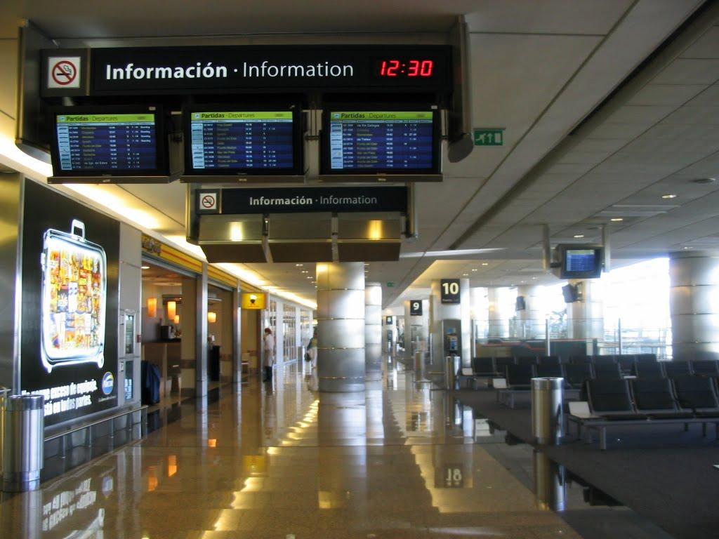 В чистой зоне аэропорта Буэнос-Айрес Хорхе Ньюьери