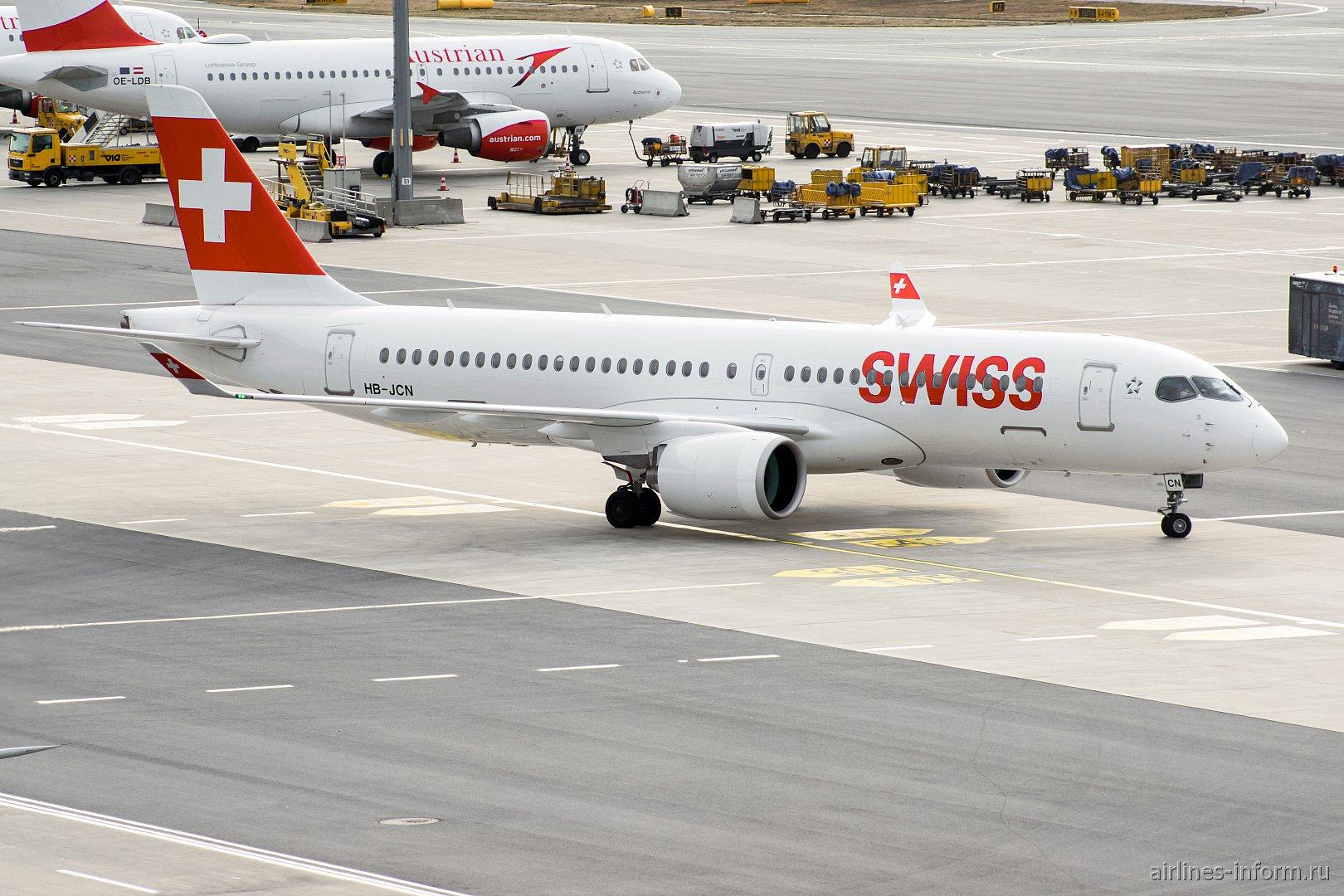 Авиалайнер Airbus A220-300 HB-JCN авиакомпании SWISS в аэропорту Вены