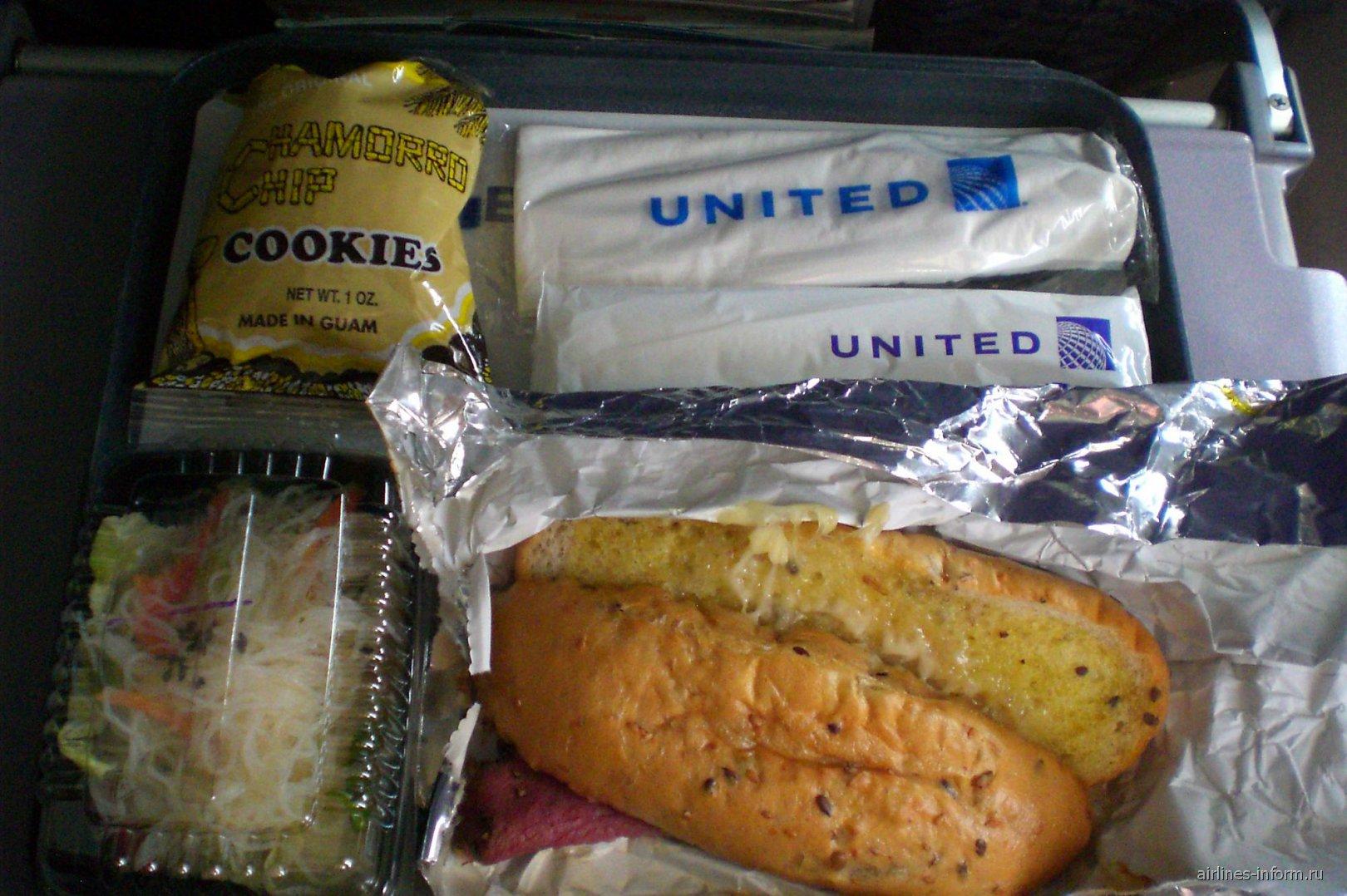Бортпитание на рейсе Манила-Гуам авиакомпании United