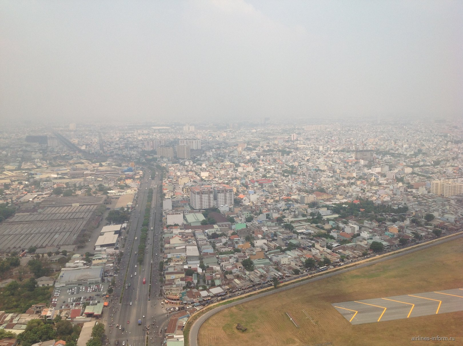 Вид на город Хошимин при взлете из аэропорта Тан Сон Нхат